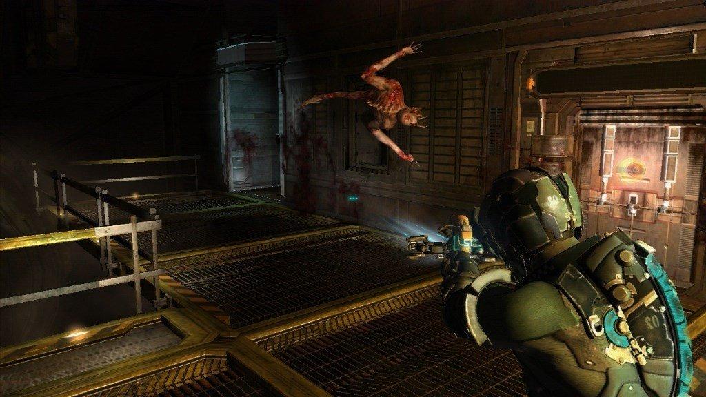 Монстр нападает Dead Space