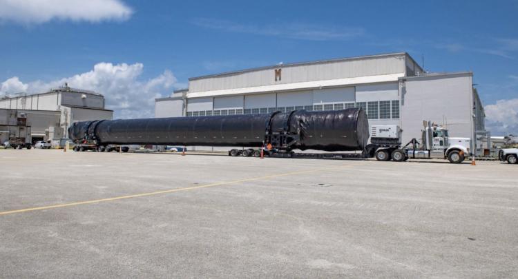 Falcon 9 привезли во Флориду для миссии Crew 1